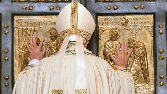papa porta santa 535x300 - ROMA - Papa Francesco e la Porta Santa - 01/03 ottobre 2016