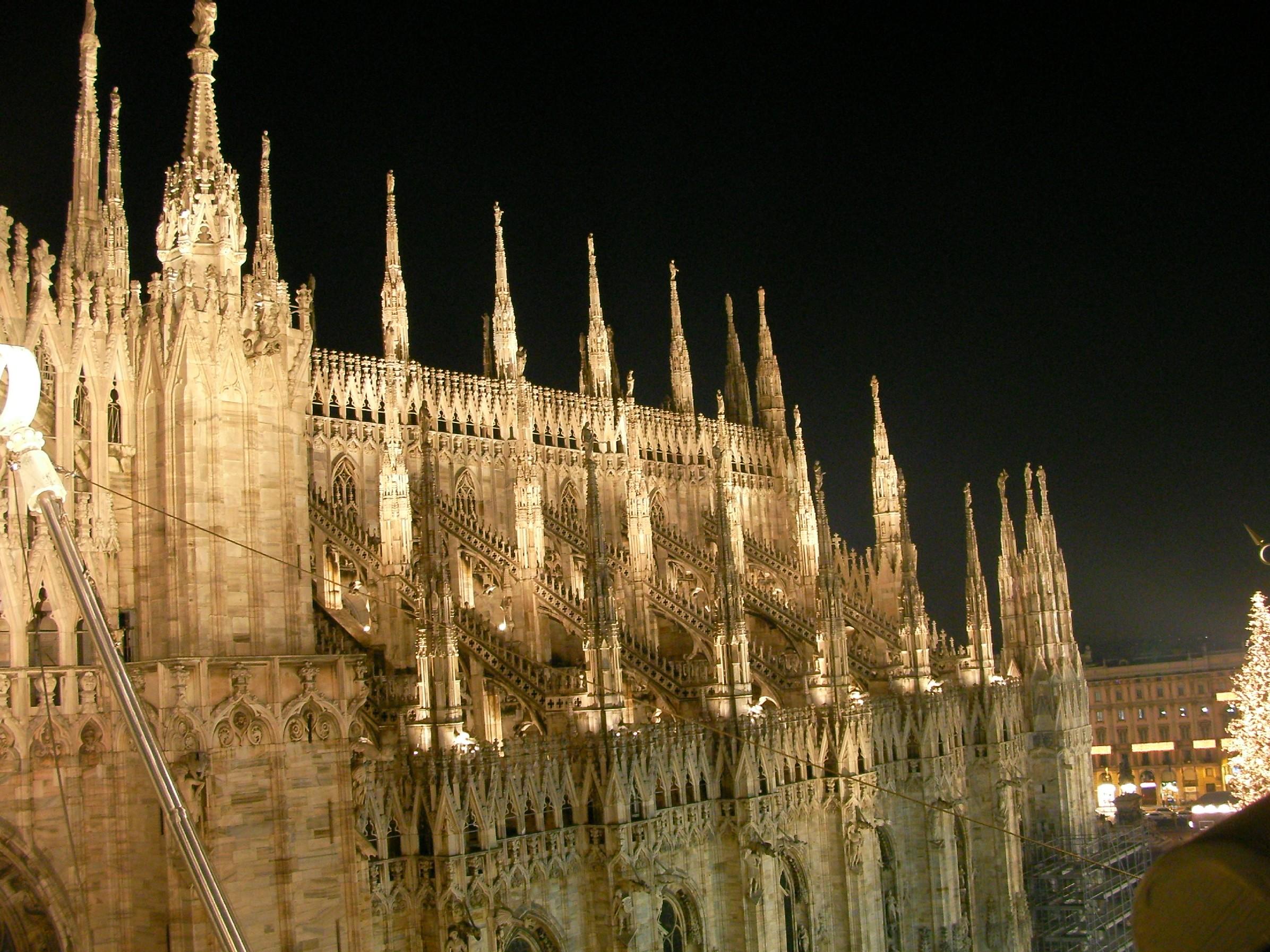 Duomo Milano guglie di notte - LA CITTA' DI MILANO e l'arte 27 aprile 2017