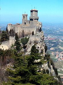 220px San Marino castello 2 - La Repubblica di San Marino - gita in giornata 01 Aprile 2017