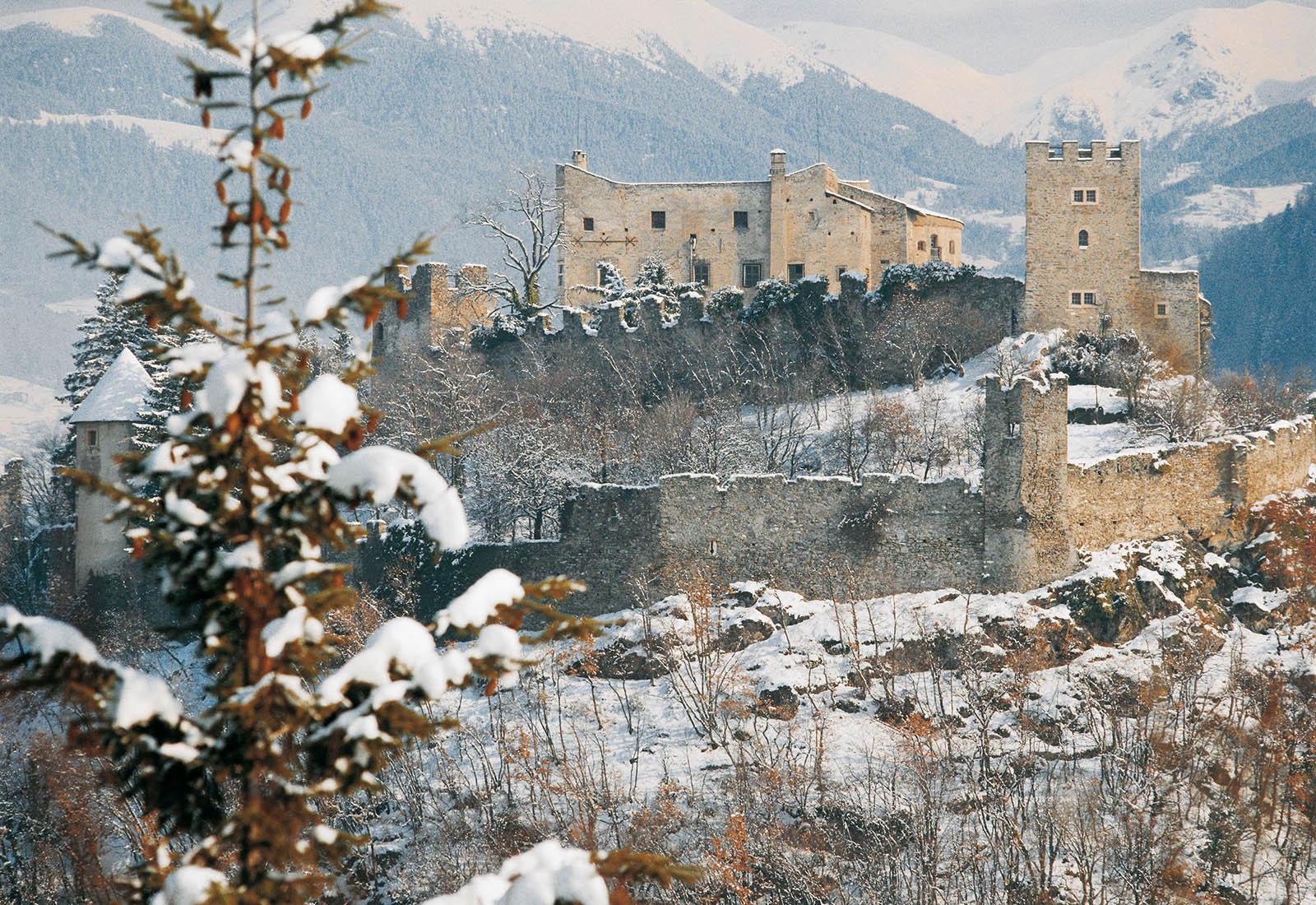 Castel Pergine neve - Mercatini di Natale - dal Castello di Trento al Borgo di Tenno - SOLD OUT -CONCLUSO